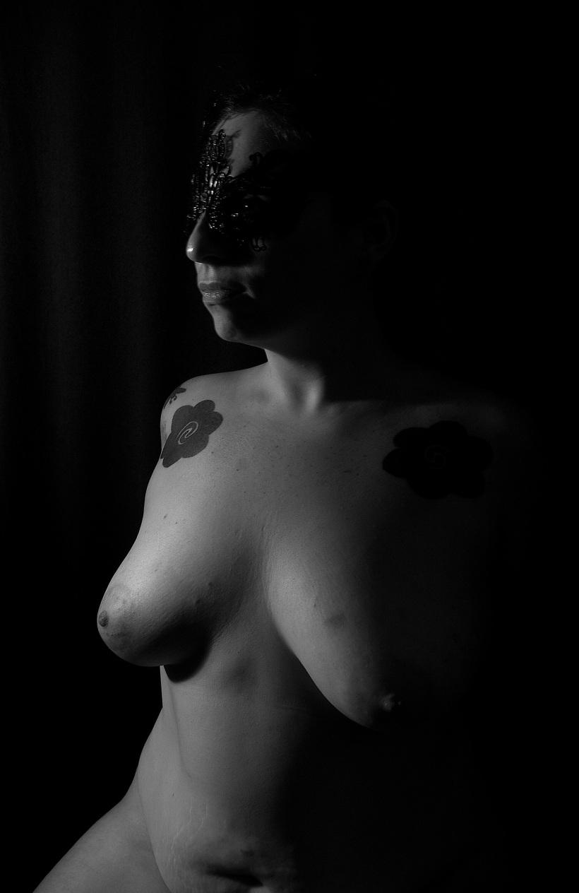 julia_mask_02_bw